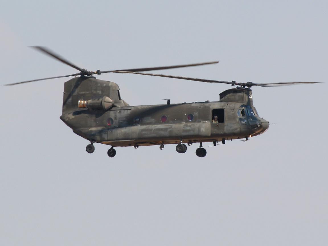 http://richard-seaman.com/Wallpaper/Aircraft/Helicopters/American/MidlandChinook_1.jpg
